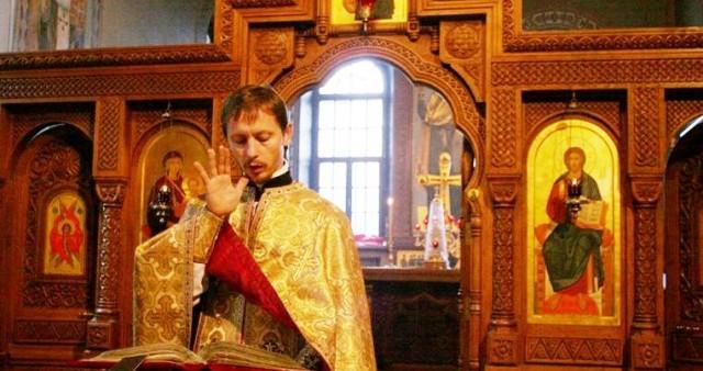 Для глухих прихожан литургию будут совершать с открытыми царскими вратами