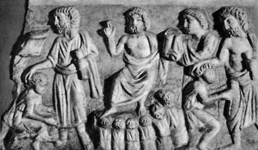 Рис. 4. Фрагмент резьбы на саркофаге