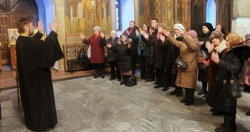 Впервые в России выпущен православный видеословарь для глухих