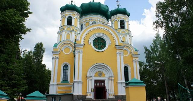 В Гатчине состоялась экскурсия по храмам и памятным местам христианских конфессий