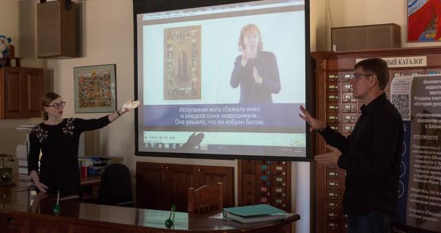 Видеогид для глухих по экспозиции о православии представил ГМИР