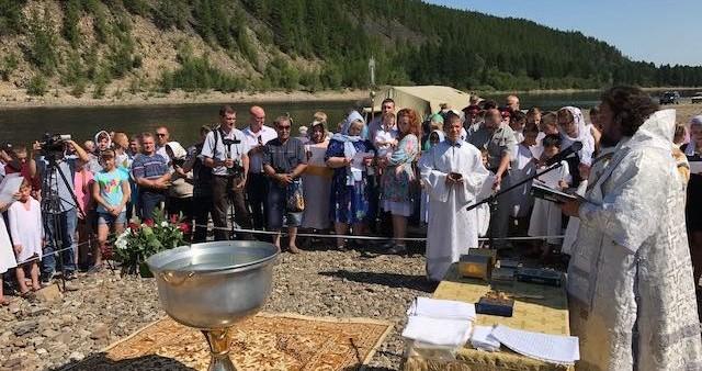 Более двухсот жителей Нерюнгринского района приняли Святое Крещение в водах реки Чульман