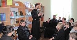Миссионерский отдел передал сельской библиотеке православную литературу