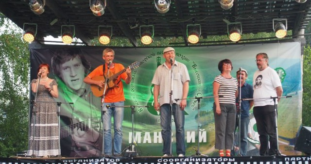 На фестивале бардовской песни в Красноярском крае крестились несколько участников