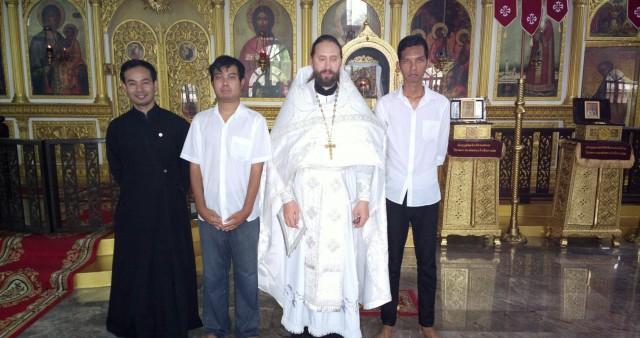 Тайцы принимают Святое Крещение