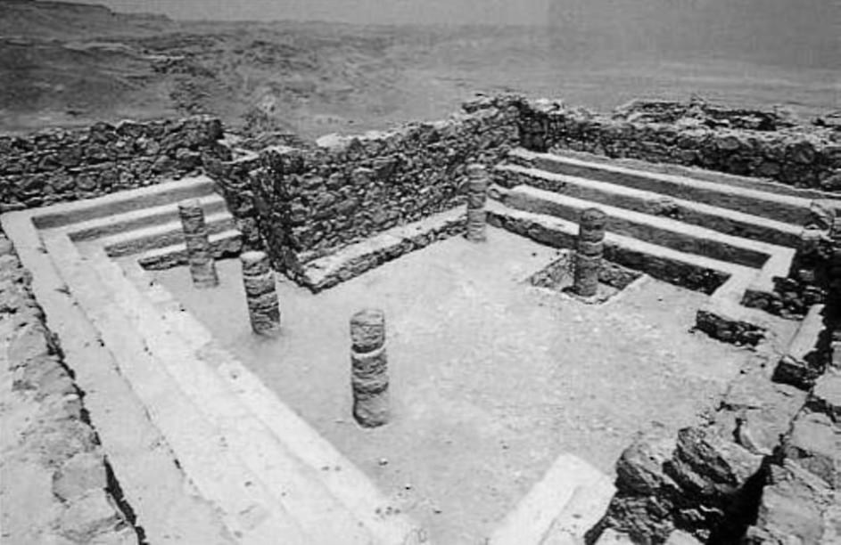 Рис. 7. Развалины синагоги, построенной Иродом Великим