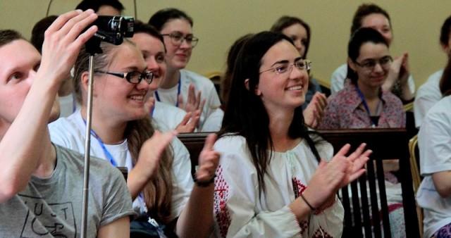 """В рамках II православного международного практикума в Смоленске состоялась скайп-конференция """"Как заинтересовать сверстников Православием: опыт адекватного диалога"""""""
