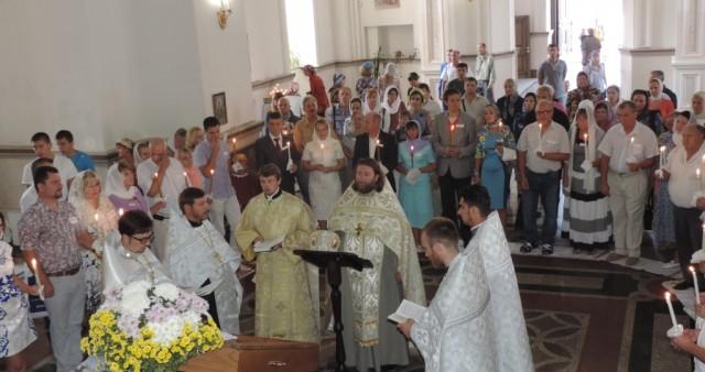 Массовое благотворительное венчание прошло в кафедральном соборе Симферополя