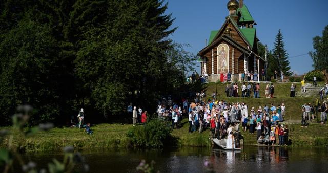 Массовое крещение состоялось на реке Чусовой на Урале