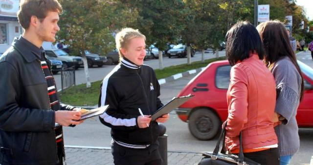 Накануне Крестовоздвижения прошла очередная просветительская уличная акция в Белгороде