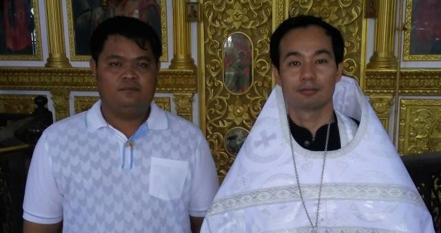 Тайцы принимают крещение