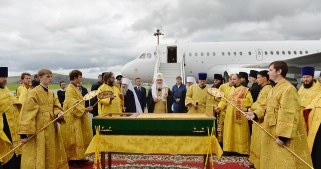 Святейший Патриарх Кирилл возглавил перенесение в Горно-Алтайск честных мощей святителя Макария (Невского)