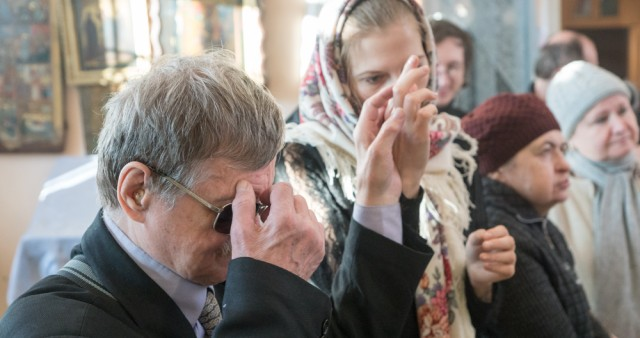 Слепоглухие люди стали участниками литургии