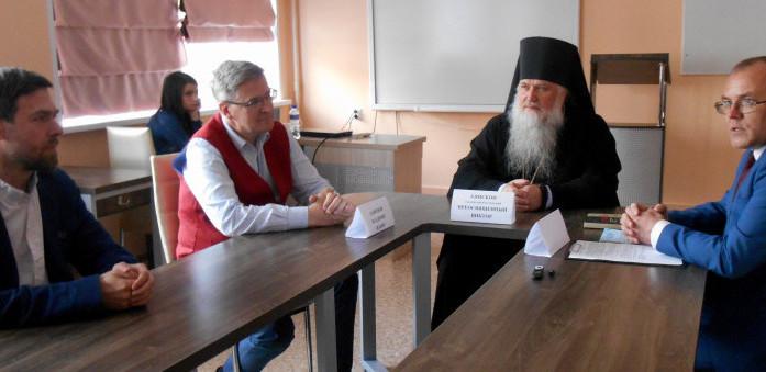 Круглый стол собрал священников, студентов, богословов