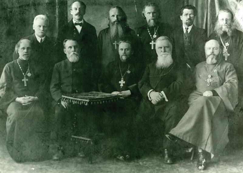 Наставники и служащие Высших Богословских курсов в Ленинграде. 11 апреля 1927 г. Во втором ряду справа - протоиерей Михаил Чельцов