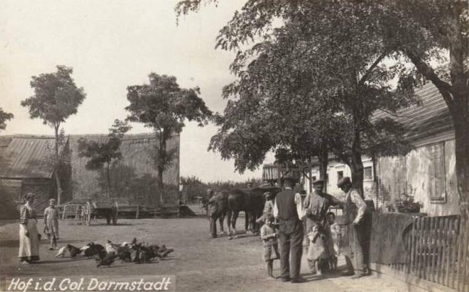 Почтовая открытка начала XX века с фотографическим изображением немцев-колонистов колонии Дармштадт под Одессой