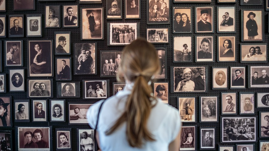 A wall with photos at Auschwitz-Birkenau. Photo: Pawel Kerska, Maximilian Kolbe Stiftung, Poland