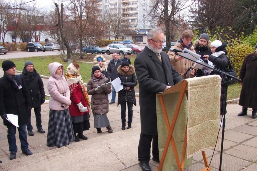 Имена читает священник Георгий Кочетков