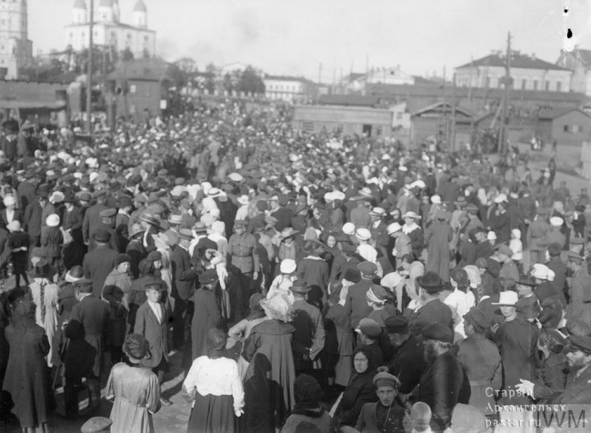 Встреча освободительных сил на пристани. Май-июнь 1919 года
