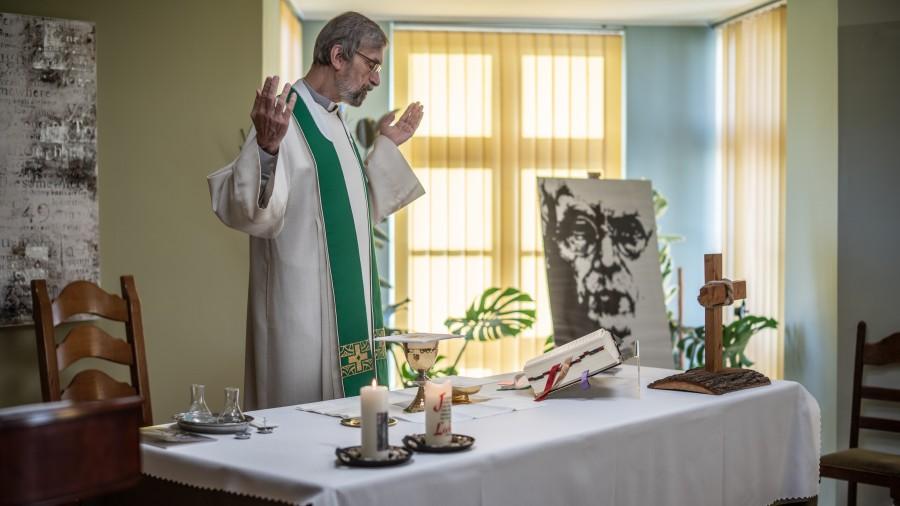 Священник Манфред Дезелерс, доктор богословия, священник, представитель Конференции католических епископов Германии при Центре диалога и молитвы в Освенциме (Польша)