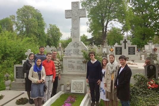Члены Воинства Господня и Преображенского братства на могиле о. Иосифа Трифы, 2014 г.