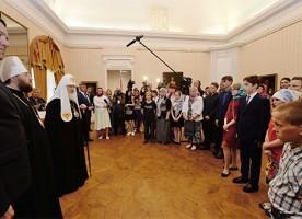 Предстоятель РПЦ встретился в Вологде с участниками социальных проектов «Хочу в семью» и ...