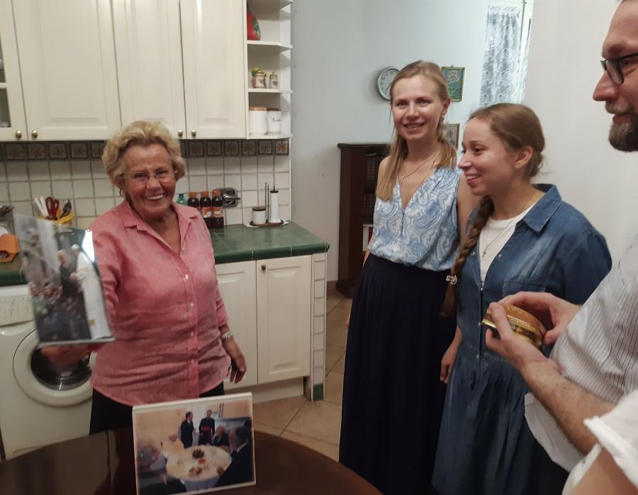 В своем новом доме Джованна принимала папу Иоанна Павла II, первого папу, который оценил труды общины и поддержал её начинания. Джованна поразила нас своим радушием, энергией и жизнелюбием