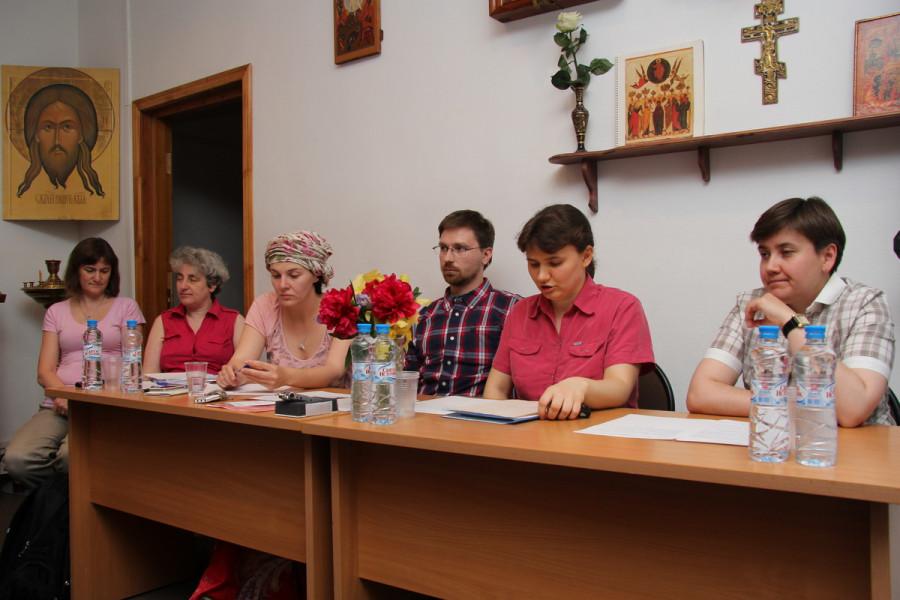 Слева направо: Наталья Калиман, Анна Битова, Вера Шенгелия, Андрей Васенев, Светлана Сонина, Снежана Никулайчева