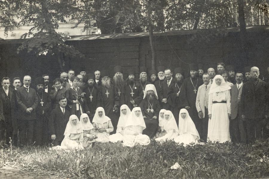 Члены приходского совета Александро-Невской лавры, многие из которых – из Александро-Невского братства. 17 мая 1920 г. Пятидесятница. В Александро-Невской лавре