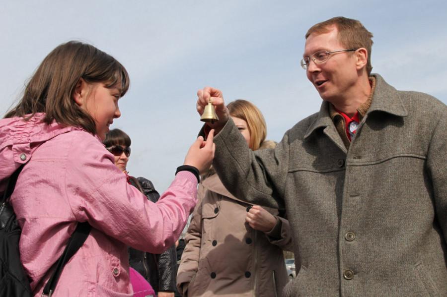 Андрей Севастьянов объясняет на примере валдайского колокольчика, что такое колокол и как он звонит