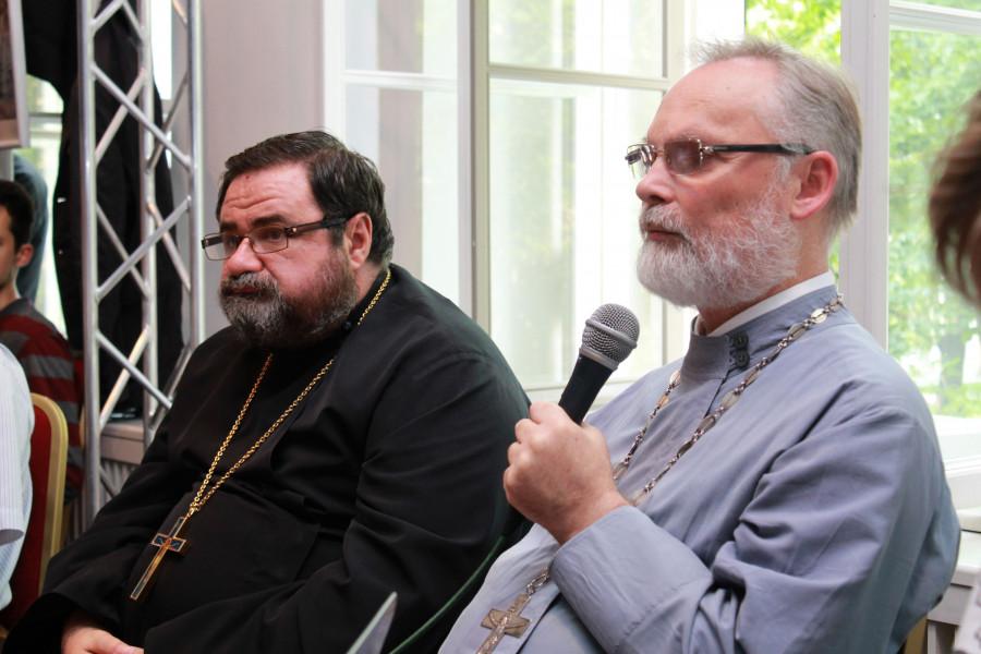 Священник Георгий Кочетков и протоиерей Георгий Митрофанов