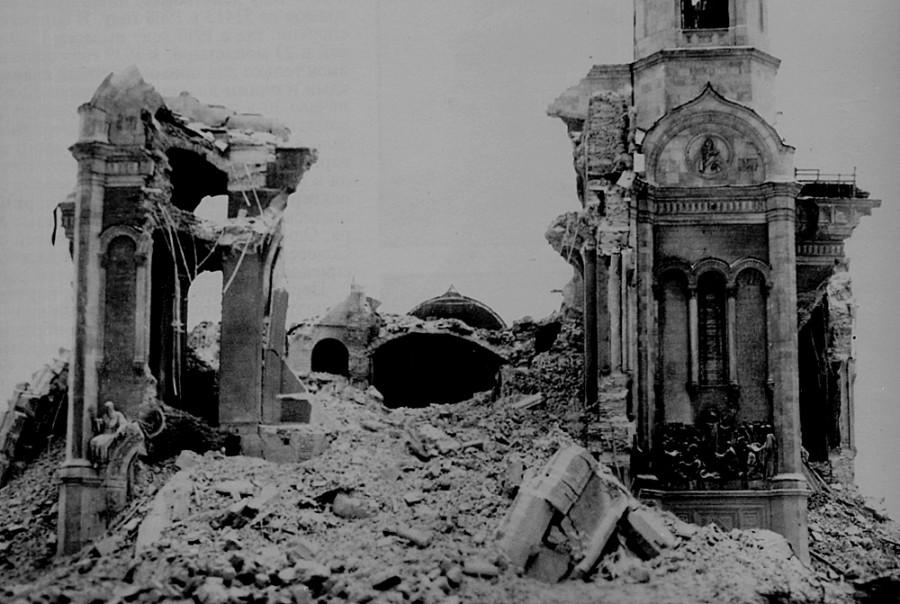 Храм Христа Спасителя после подрыва. 1931 г.