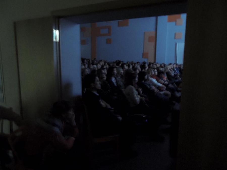 Переполненный зал