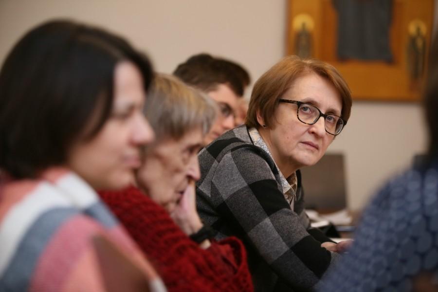 Справа – Лариса Мусина, зав. кафедрой Священного писания и библейских дисциплин СФИ (Москва) ведет секцию «1917–2017: проекты и инициативы»