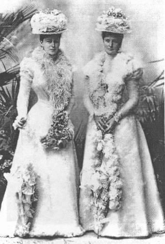 Елизавета (слева) и Александра Федоровна