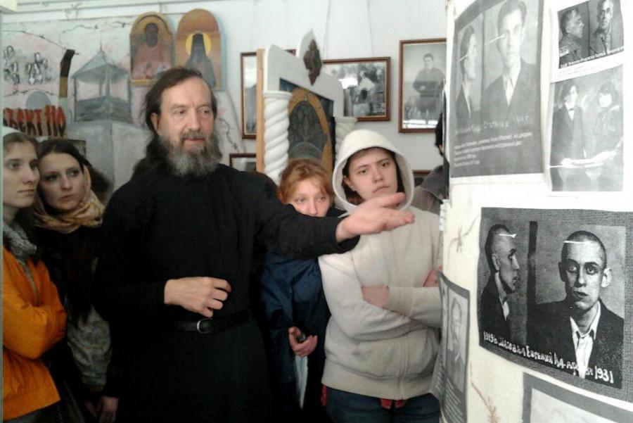 Послушник Виктор Жижирин