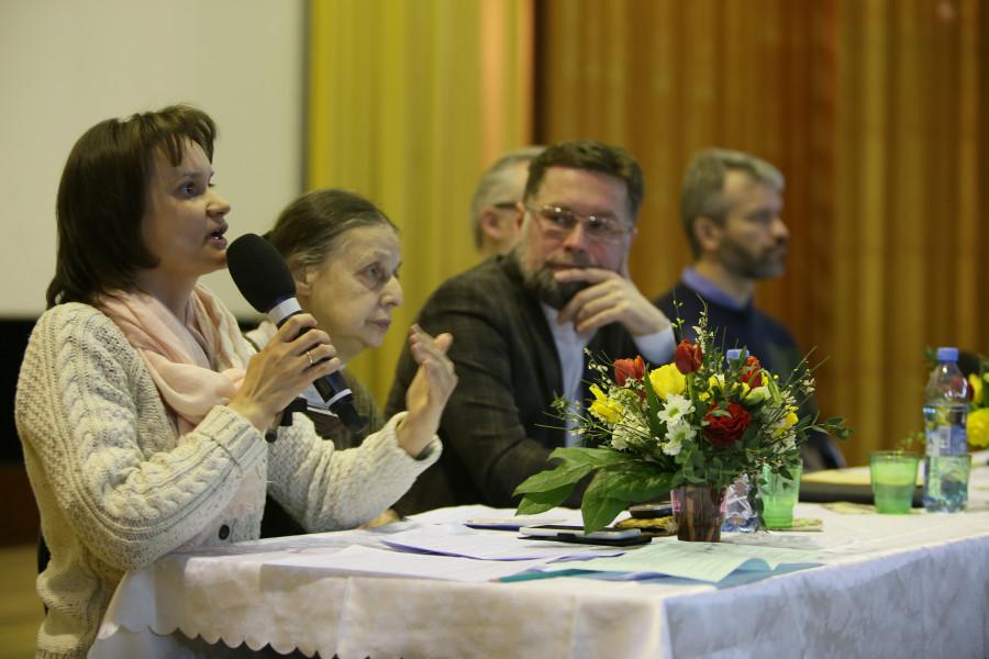 Olga-Olesya Sidorova, Chairperson of the Voskresenskoye Brotherhood (left)