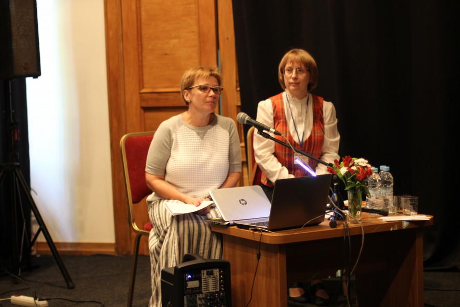 Слева - Анна Соколова, заместитель директора музея Анны Ахматовой в Фонтанном доме