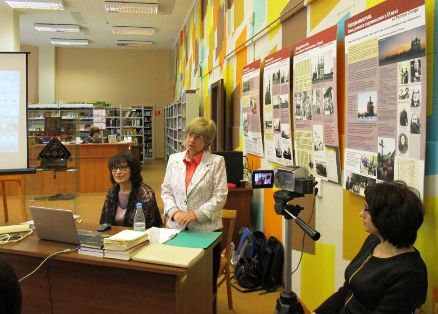 Ведущая встречи и координатор выставки Ольга Тушина