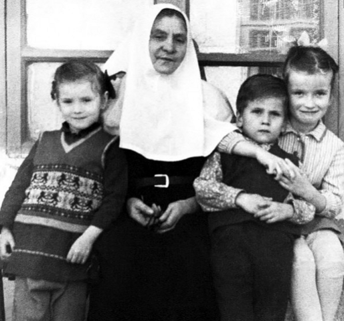 Инокиня Евгения (Миллер) и дети отца Павла Адельгейма. 1970