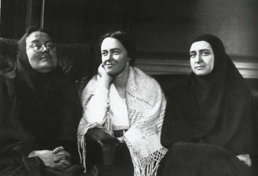 Мать Мария, М. Куртэн и мать Евдокия Мещерякова, 1936 год