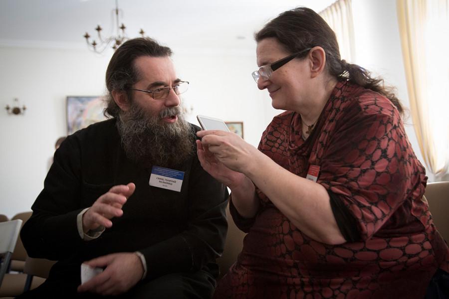 Священник Георгий Белькинд; Александра Колымагина, главный редактор газеты «Кифа»