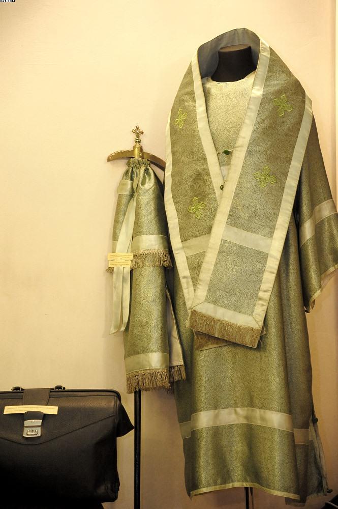 Епископское облачение архиеп. Михаила (Мудьюгина) и принадлежавшая ему сумка-саквояж