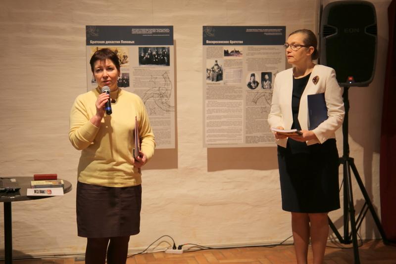 Директор Архангельского краеведческого музея Наталья Шпанова, ведущая открытия выставки Ирина Пономарева