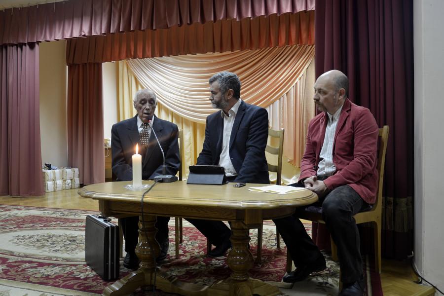 Слева – гость вечера памяти Евгений Акимович Ткач, автор книги «ХХ век или отторжение»