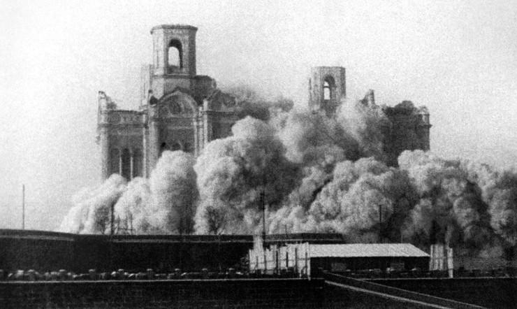 Фото взрыва Храма Христа Спасителя