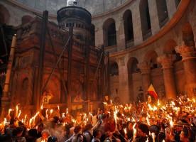 В РПЦ разрешили не верить в схождение благодатного огня на Пасху