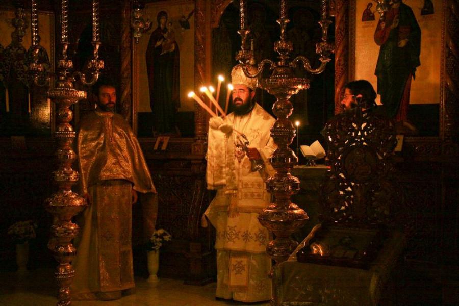 Божественная литургия в семинарском храме. Предстоит митрополит Иоанн (Поп)