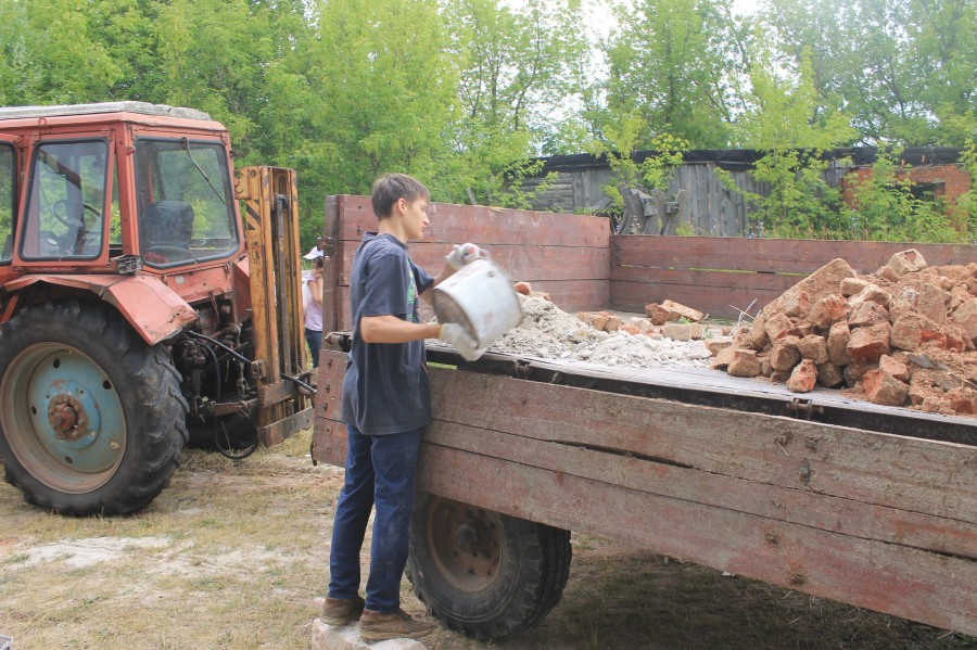 Помощь в уборке около храма (храм восстанавливается). Рязанская область, село Дегтяное