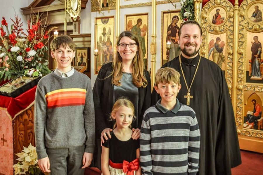 Протоиерей Кирилл Соколов, настоятель Свято-Троицкого собора в Сан-Франциско, с супругой Софией и детьми Николаем, Григорием и Юлианой